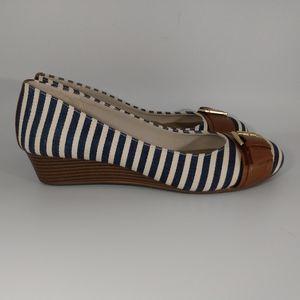 Dexflex Comfort striped wedge sandals size 9